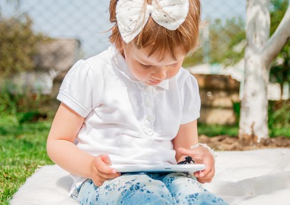 Er nettbrett og mobil skadelig for barnas syn?