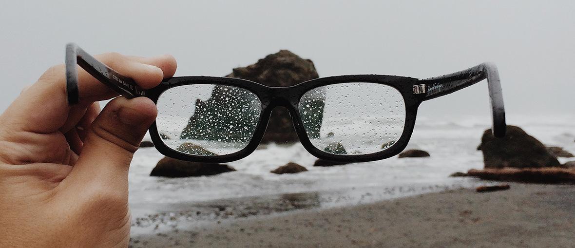 3b5f7da6cb2b Beskyt dig selv og dine briller med den rigtige overfladebehandling ...