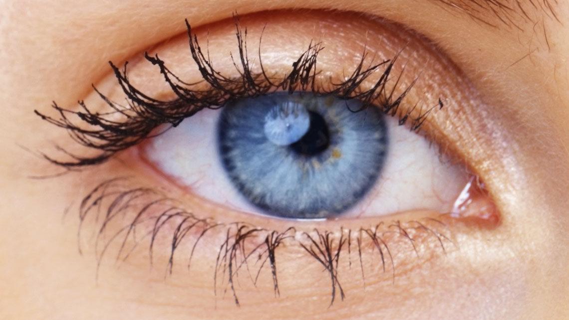 """Brytningsfel är ett vanligt synfel som innebär att hornhinnan är """"skev"""" och bryter ljuset i ögat på olika sätt."""